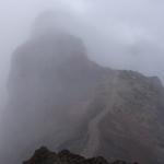 Grat im Nebel